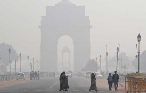 Misty morning in Delhi, air quality 'very poor'