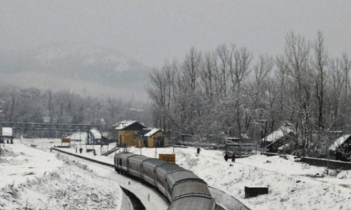 Heavy snow in J&K, roads closed, flights cancelled