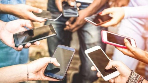 Opposition slams ban on mobile phones in UP