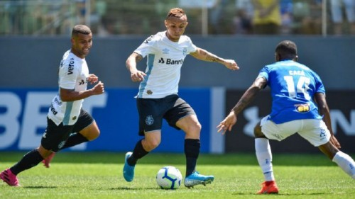 Brazil forward Everton to stay at Gremio till 2023