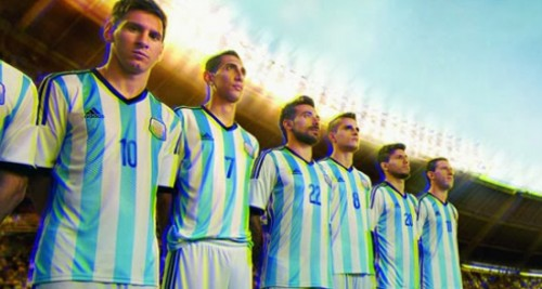Argentine football team practices before crowd of 30,000