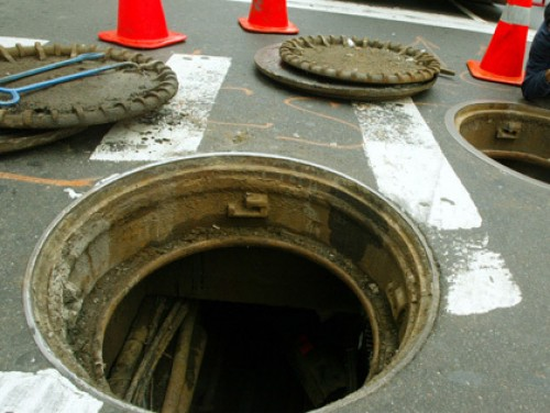 Italian pensioner killed by teenage stepson, body hidden in a manhole