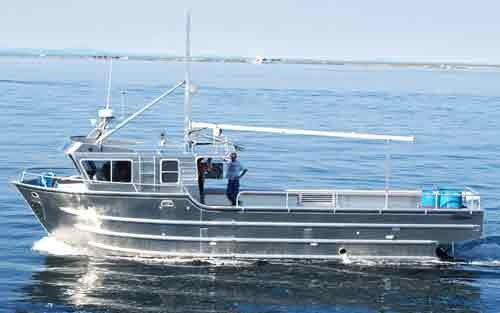 BSF seizes Pakistani fishing boat in Gujarat creek