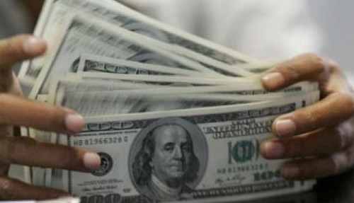 US dollar falls as Fed minutes stress patience over rate hikes