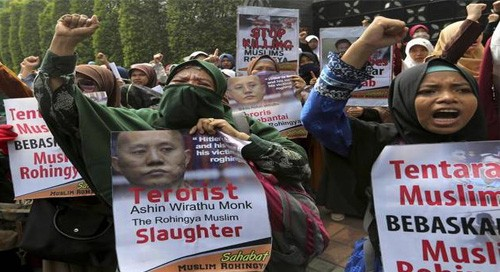Indonesian protesters rally in support of Rohingyas