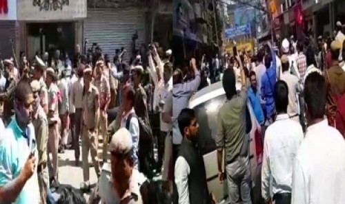Sealing drive: 13 cops hurt in clashes with traders