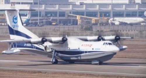 Chinese-made world's largest amphibious aircraft completes successful flight