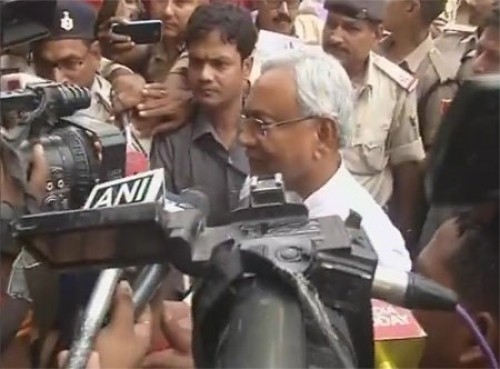 Nitish praises Kovind, mum on his partys support