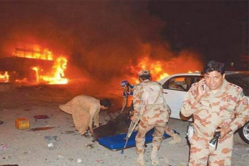 15 dead and 32 injured as blast rocks an army truck in Pakistan