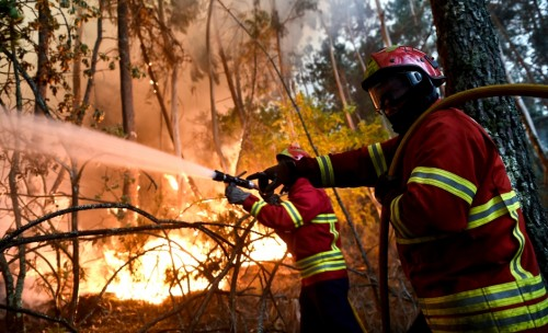 Portugal : 12 wildfires remained active