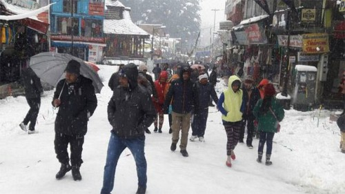Rains in J&K plains, unprecedented snowfall in Sonamarg