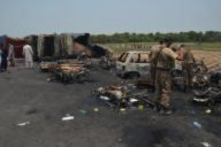 Pakistan : Death toll in oil tanker fire rises to 158