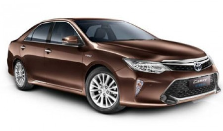 2017 Toyota Camry Hybrid launched in India at Rs 31.98 lakh
