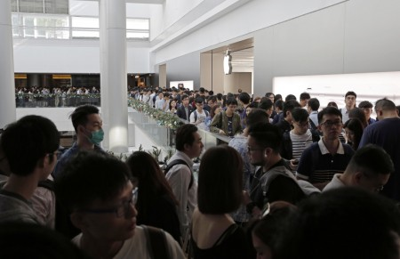 Apple offices raided ahead of iPhone X launch in S.Korea