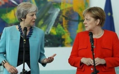 May meets Merkel in bid to save Brexit deal