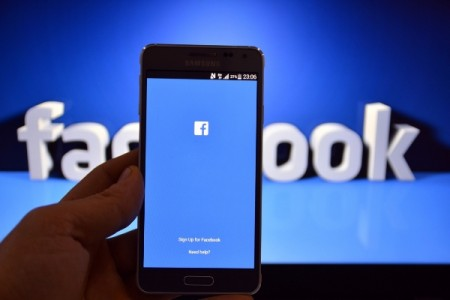 Facebook going to sell ads to drugmakers