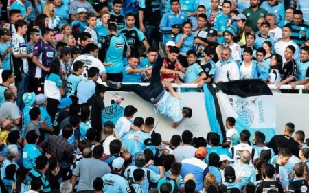 Fan dies in Argentine football violence