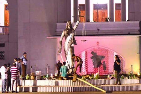 The statue of 'Lady Justice' was removed from the Bangladesh SC premises