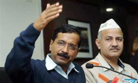 Kejriwal, Sisodia laud good performance by government schools in Class 12 exams